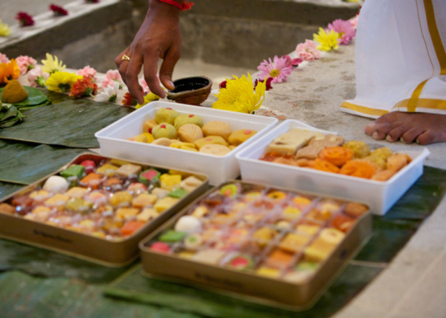 Sthapati SK arranging the offerings on the banana leaves.