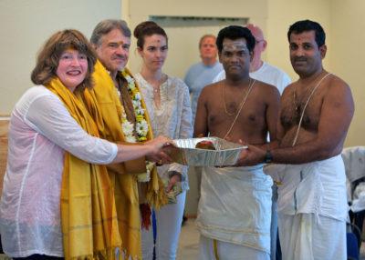 Project supervisor, Sthapati Shiva Kumar, accepts dakshina.