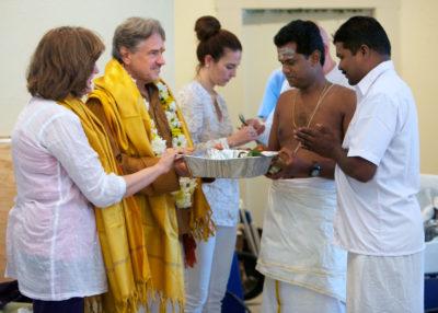 Shilpi Govindhan receiving dakshina.