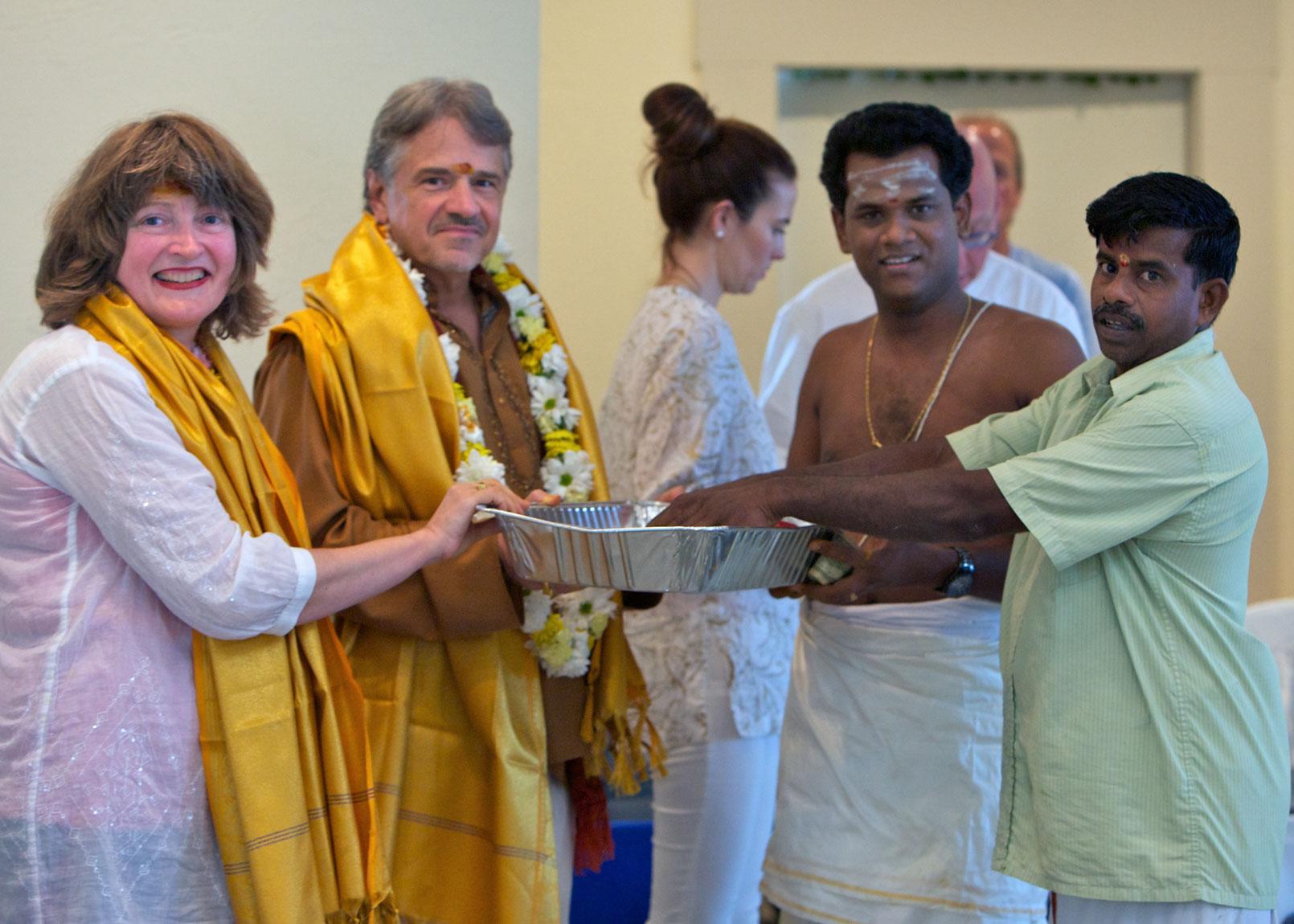 Shilpi Thamarasu Akambaram accepts dakshina.