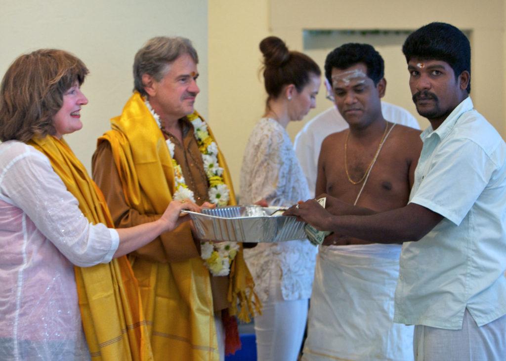Shilpi Subha receiving dakshina.