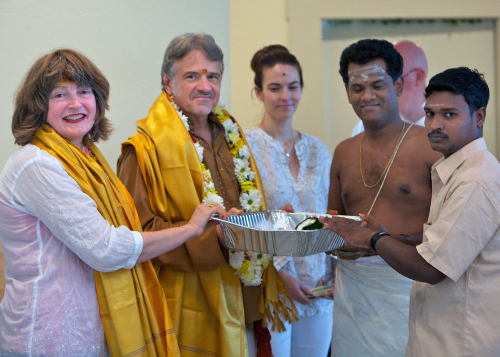 Shilpi Sridhar receives dakshina offering.
