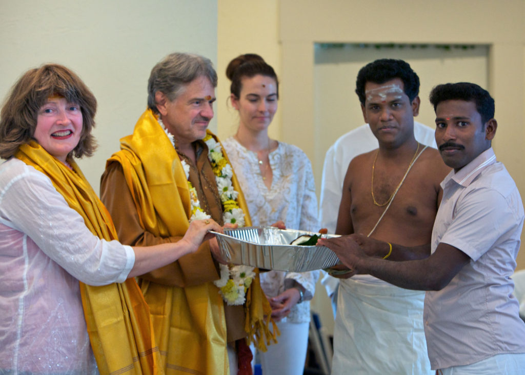 Shilpi Selvaraj receiving dakshina.